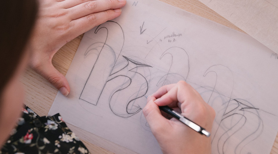 """Brígida drawing a """"K"""" character, for a custom type project"""