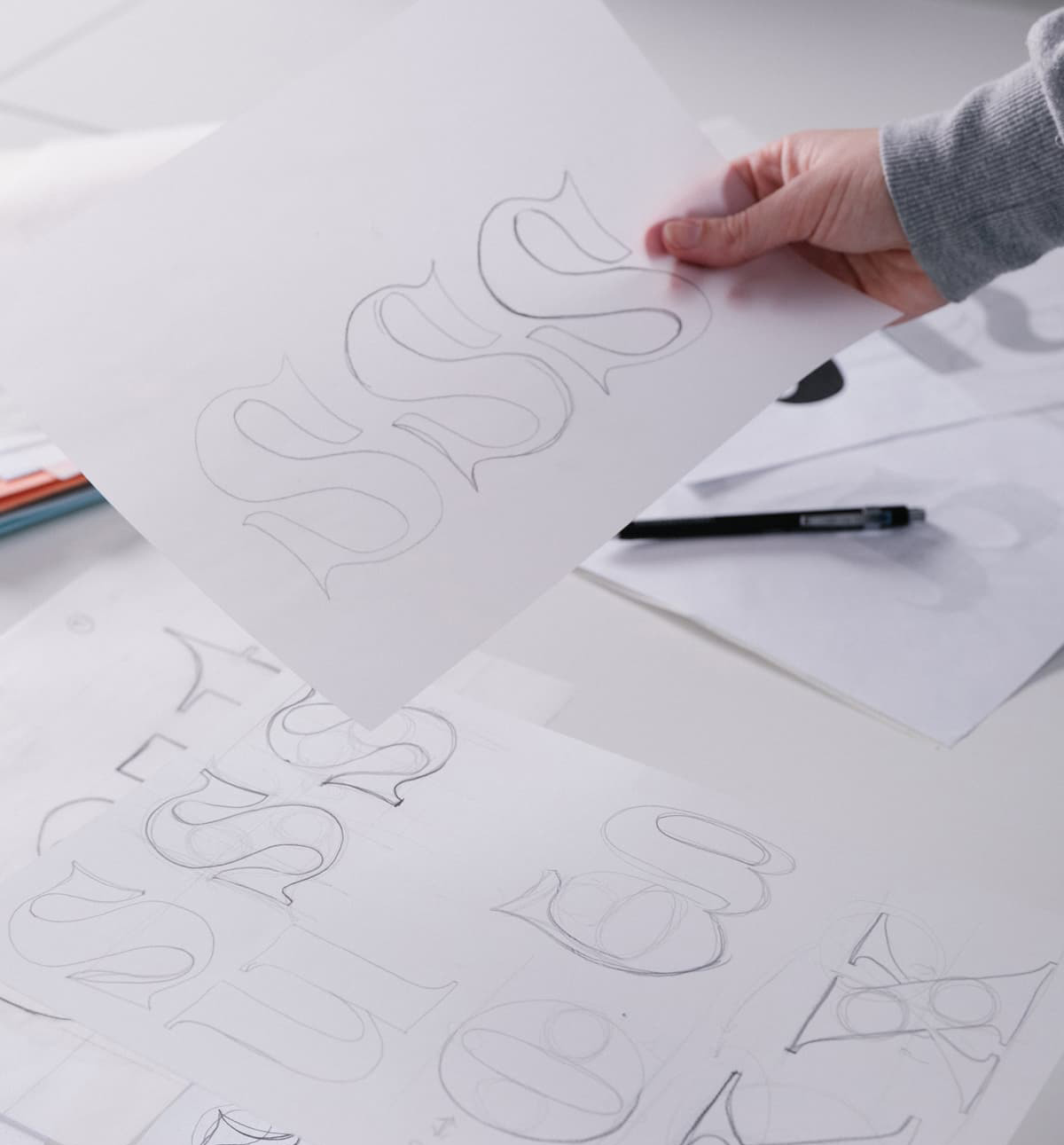Choosing the best custom font from potential ideas on sketch
